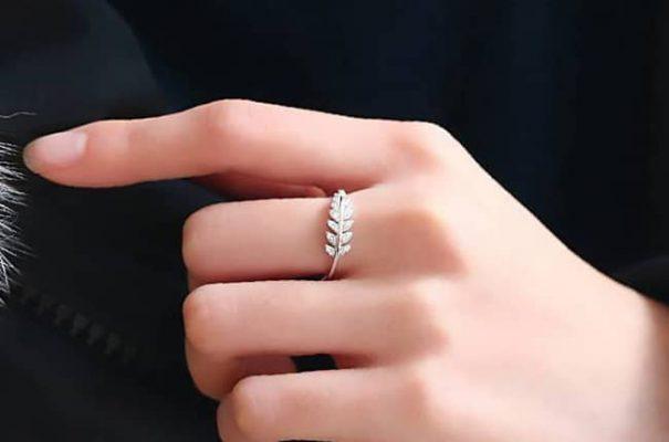 Bí quyết lựa chọn nhẫn bạc nữ làm quà tặng