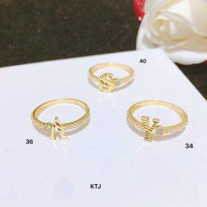 nhẫn vàng mặt chữ cái