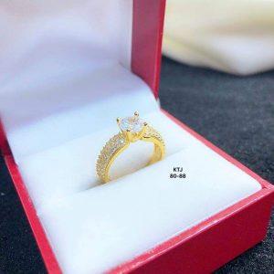nhẫn vàng đính đá bản dày dặn